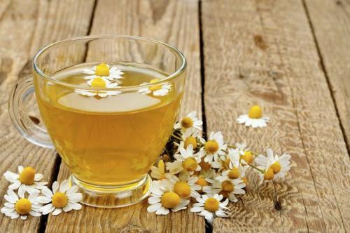 Sebagian orang lebih senang bila meminum teh ketimbang meminum kopi.