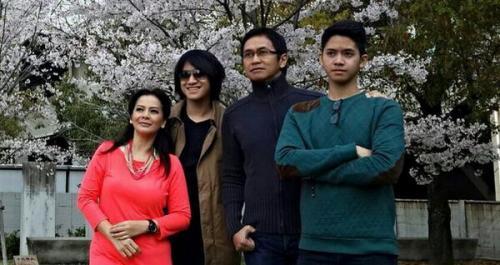 Kevin Aprilio dan keluarga