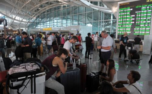 Wisatawan di Bandara Ngurah Rai (Okezone)
