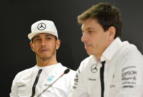 Lewis Hamilton dan Toto Wolff