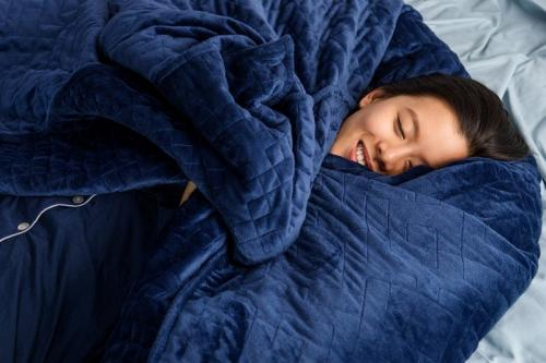 Tidur nyenyak dengan selimut