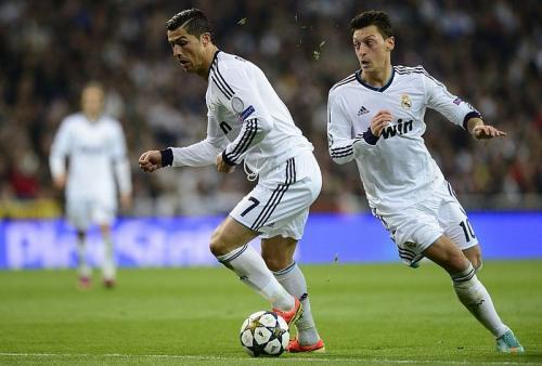 Cristiano Ronaldo dan Mesut Ozil