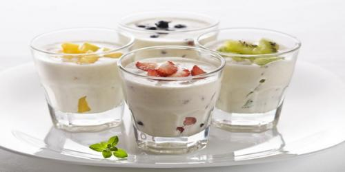 Yogurt mengandung bakteri baik yang membantu menjaga sistem pencernaan yang baik.