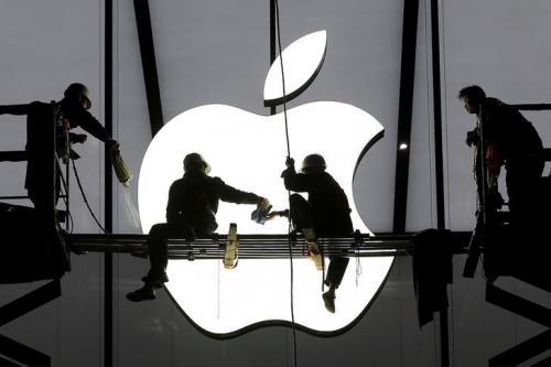 Apple Sematkan Logo Menyala pada iPhone 2020?