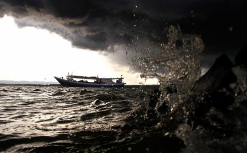 Gelombang tinggi di laut (Antara)