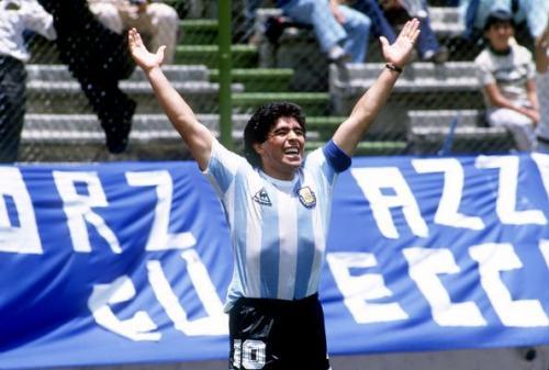 Diego Maradona identik dengan nomor 10
