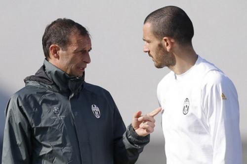 Massimiliano Allegri dan Leonardo Bonucci (Foto: AFP)