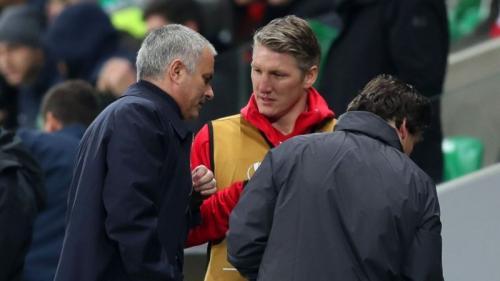 Bastian Schweinsteiger menyarankan Man United menjual Paul Pogba