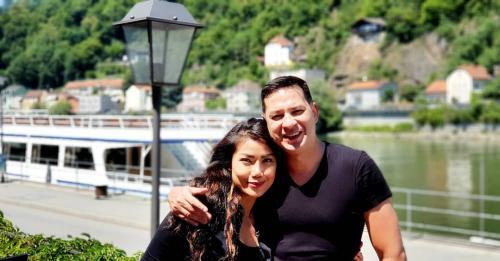 Ari Wibowo dan istri