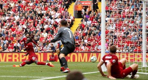 Sadio Mane mencetak dua gol di pekan pertama Liga Inggris musim lalu