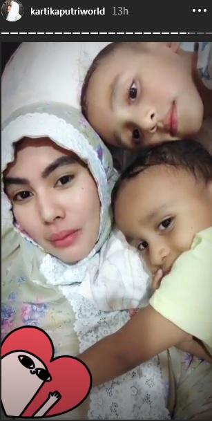 Kartika Putri dan anak-anak