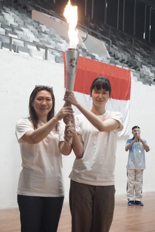 Laura Basuki dan Susi Susanti