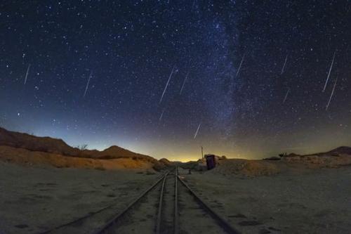 Ada sembilan hujan meteor yang muncul di waktu yang berbeda-beda.