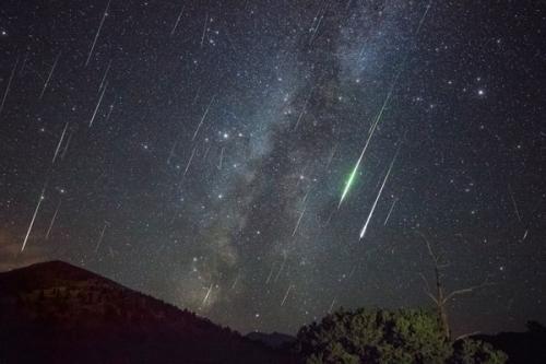 Puncak fenomena hujan meteor diprediksi terjadi pada 4 Januari 2020.