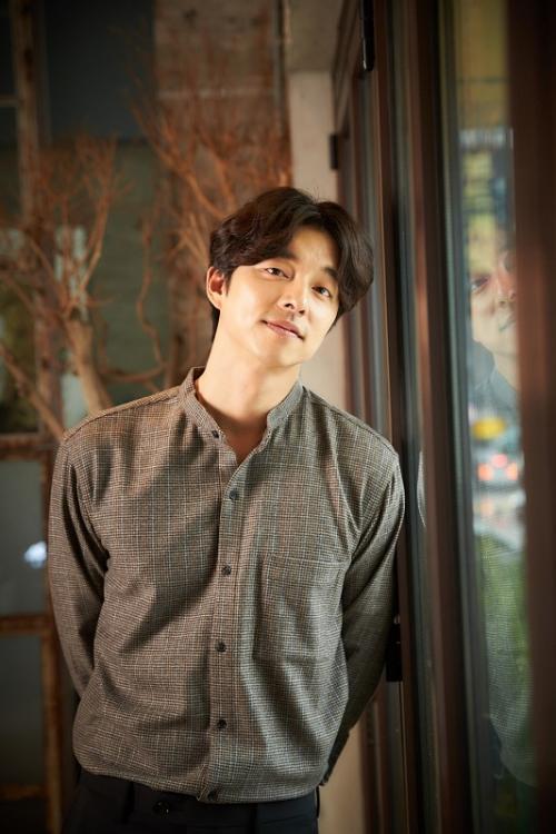 Gong Yoo mengaku sebagai sosok penakut yang membuat dia lari tunggang langgang setiap kali melihat zombie di lokasi syuting Train to Busan. (Foto: Hancinema)