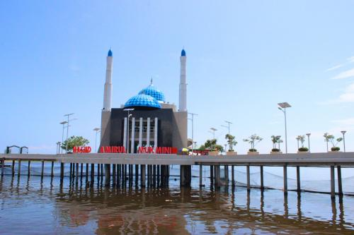 Masjid Terapung Makassar.
