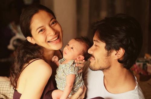 Chicco Jerikho dan keluarga