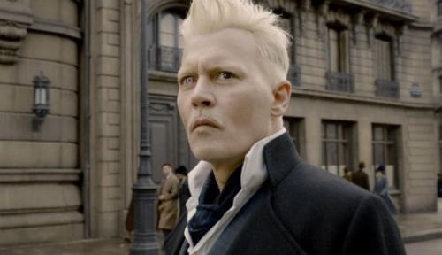 Johnny Depp sebagai Grindelwald