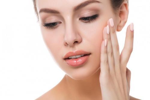 banyak sekali klinik kecantikan yang menawarkan solusi estetika profesional.