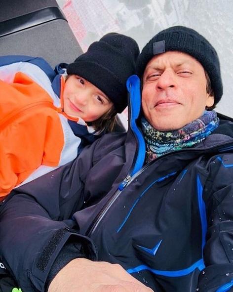 Shah Rukh Khan dan Abram Khan. (Foto: Instagram/@iamsrk)
