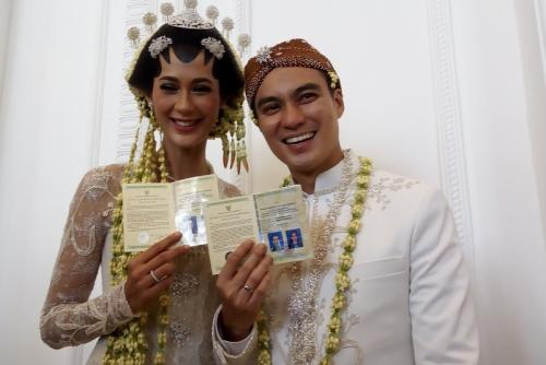 Baim Wong dan istri