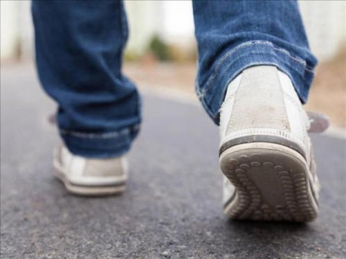 Kita semua merasa berjalan 10.000 langkah sehari sudah cukup untuk tetap bugar dan sehat.