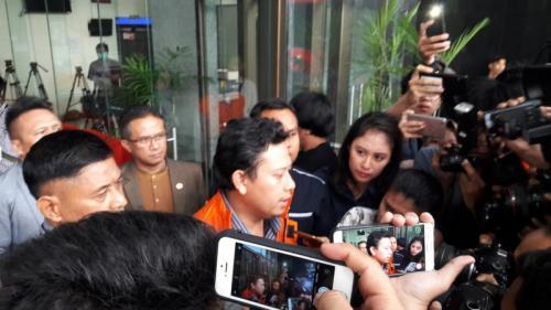 Bupati Cianjur Irvan Rivano Muchtar ditahan KPK. (Foto: Puteranegara Batubara/Okezone)