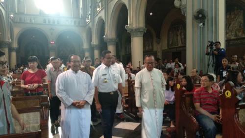 Anies Baswedan di Katedral (Fadel Prayoga/Okezone)