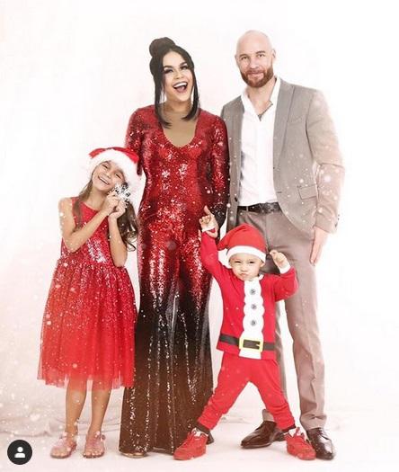 Melaney Ricardo dan keluarga