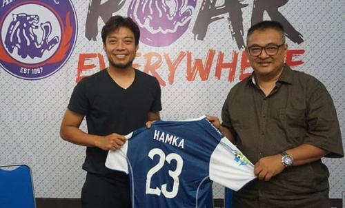 Hamka Hamzah saat diperkenalkan Arema FC