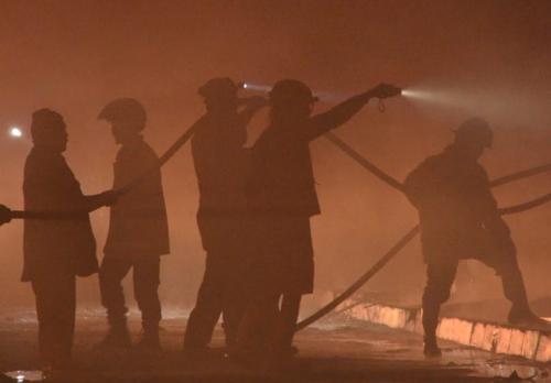 Kebakaran puluhan kios di Taman Pintar Yogyakarta. (Foto: Yasin Adaffi/KR Jogja)