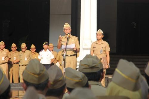 Ganjar Pranowo saat pimpin apel jajaran ASN Pemprov Jateng. (Foto : Taufik Budi)