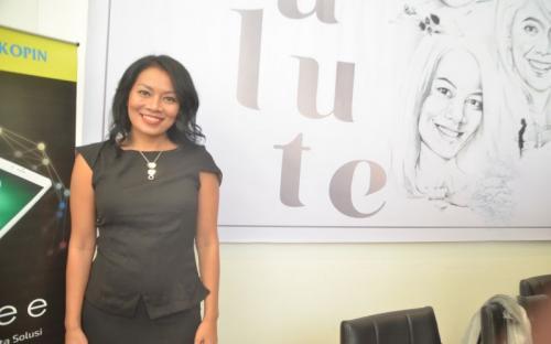 Dee alias Dewi Lestari