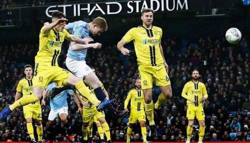 Gol cepat Kevin de Bruyne mengawali pesta Man City (Foto: Carabao Cup/Twitter)