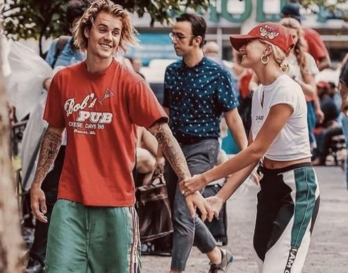>Walau sudah menikah secara resmi, Justin dan Hailey disebutkan tetap ingin mengadakan upacara pernikahan