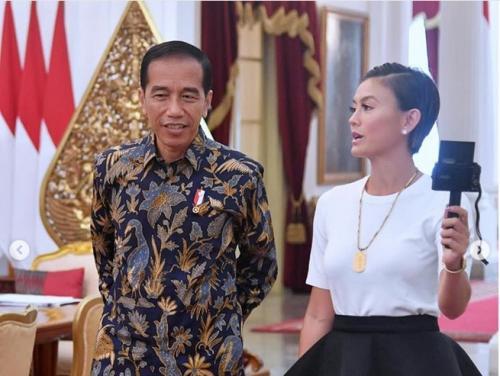 Presiden Jokowi dan Agnez Mo