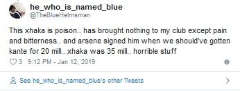 Fans Arsenal ejek Xhaka (Foto: Twitter/@TheBlueHelmsman)