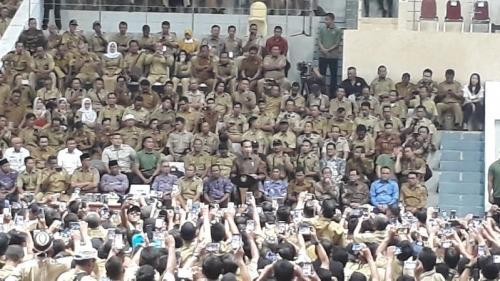 Presiden Jokowi temui para perangkat desa. (Foto: Okezone)
