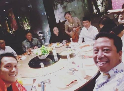 Jokowi makan malam bareng ketum parpol