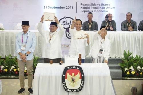 Jokowi-Ma'ruf Amin dan Prabowo-Sandi. (Foto: Okezone)