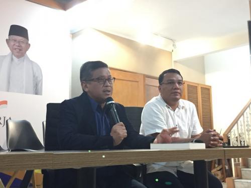 Hasto Kristiyanto (kiri). (Dok Okezone)