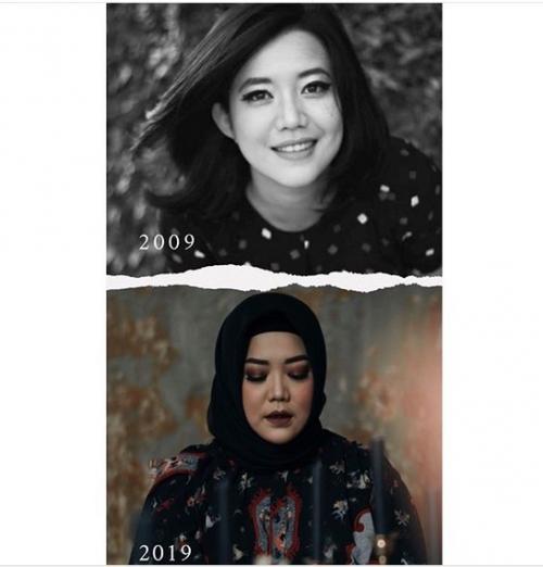Risa juga terlihat lebih chubby dari fotonya yang sekarang. Kalau untuk riasan wajahnya, di foto tahun ini Risa tampil dengan make-up lebih bold.
