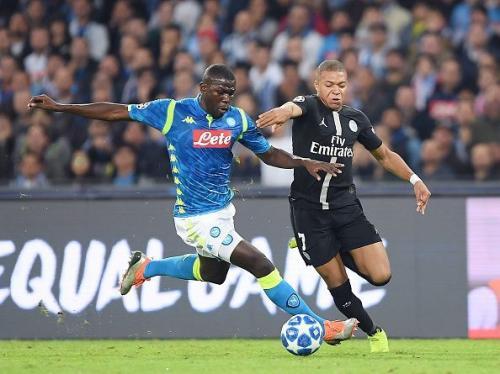 Kalidou Koulibaly vs Kylian Mbappe (Foto: Sportskeeda)