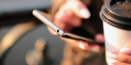 Ilustrasi pengguna ponsel