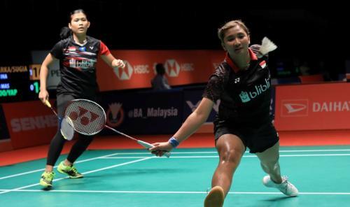 Yulfira Barkah/Jauza Sugiarto sedang bertanding