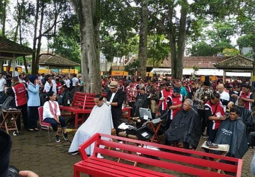 Jokowi Cukur Massal