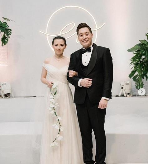 Edric Tjandra dan istri