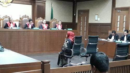 Mantan Wakil Ketua Komisi VII DPR RI Eni Saragih saat menjalani pemeriksaan terdakwa perkara dugaan suap proyek pembangunan PLTU Riau-1, di Pengadilan Tipikor, Jakpus. (Arie Dwi Satrio/Okezone)