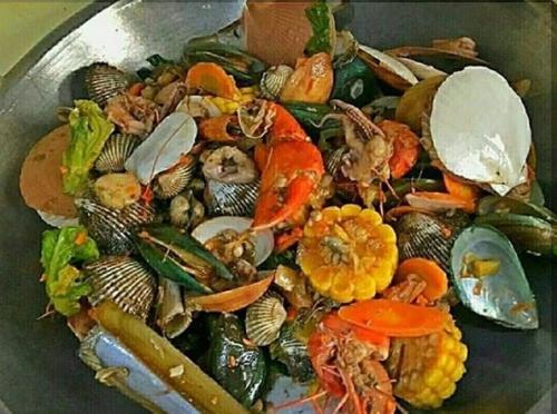 Berikut beberapa tempat seafood kiloan yang bisa Anda coba bersama keluarga atau orang terdekat malam ini.