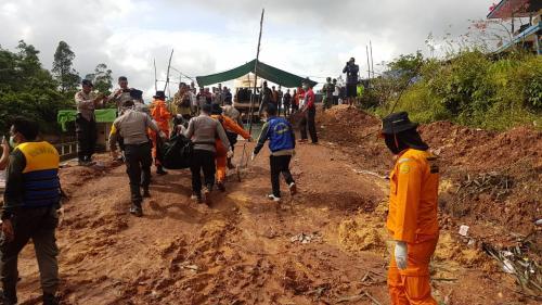 Evakuasi korban kapal tenggelam di Sungai Kapuas